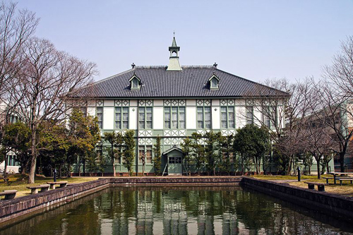奈良女子大学正門